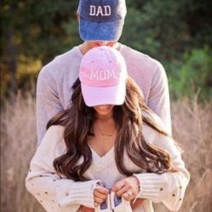 Baby announcement hats mom dad
